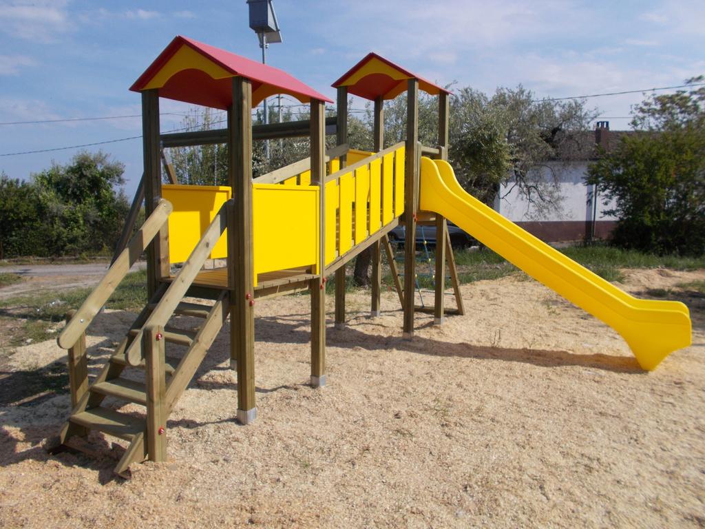 Fabbrica parchi giochi di pietro la vitola torri volanti for Altalena con ponte