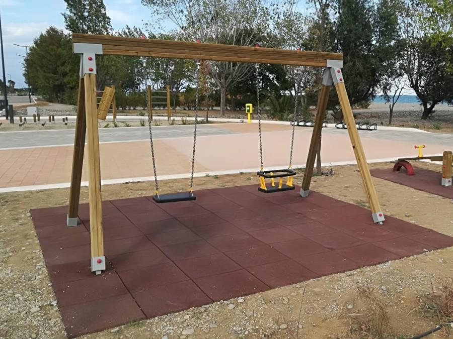 Altalena, parchi giochi in legno, giochi bambini, arredo urbano, uso pubblico